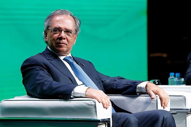 Ministro Paulo Guedes quer modificar e implantar novas regras na Carteira Verde e Amarela